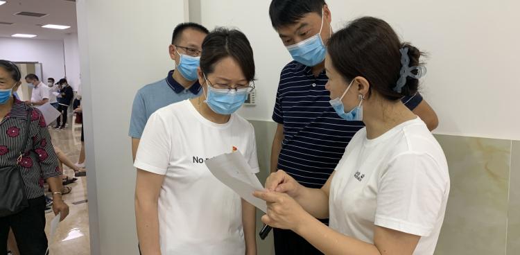 县政府副县长薛燕到我院新冠疫苗接种点督导工作
